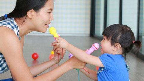 Tips Parenting untuk Melatih Keterampilan Sosial Si Kecil