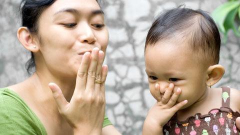 Belajar dengan Meniru Aktivitas Ibu