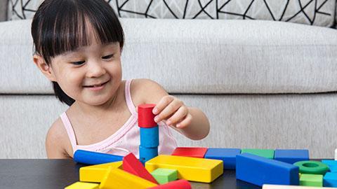 Memahami 18 hingga 24 bulan Perkembangan Otak Anak