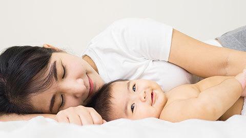 Si Kecil Terlihat Ceria Saat Ibu Mendekat