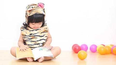 Merangsang perkembangan anak usia 10-12 bulan