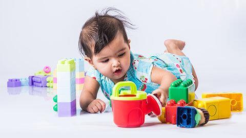Merangsang perkembangan anak pada usia 12-18 bulan