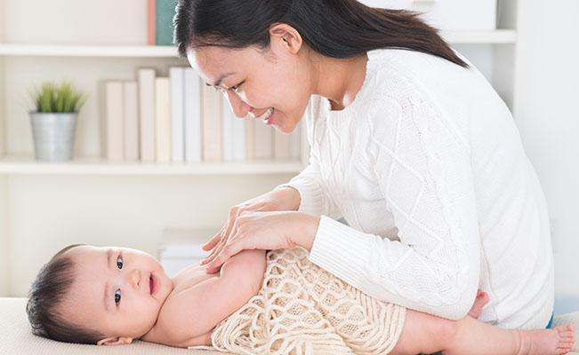 Bagaimana Cara Mengatasi Perut Kembung Pada Bayi