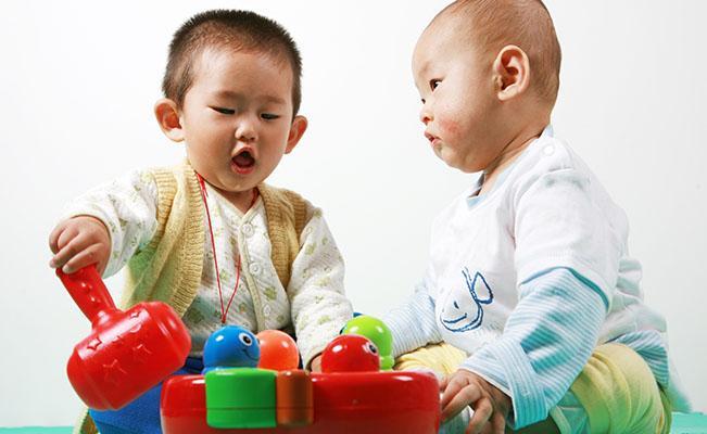 Memahami Perkembangan Otak Si Kecil Usia 3 sampai 6 Bulan