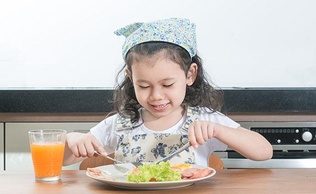 Menjaga Konsistensi Pola Makan Si Kecil