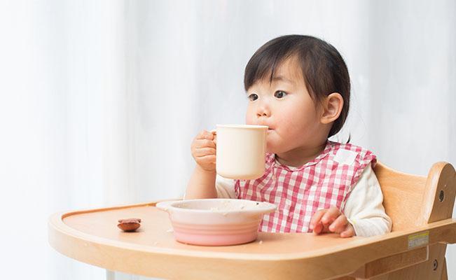 Meperkenalkan Tata Cara Makan pada Si Kecil