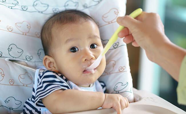 Nutrisi untuk Perkembangan Si Kecil 7 sampai 12 bulan