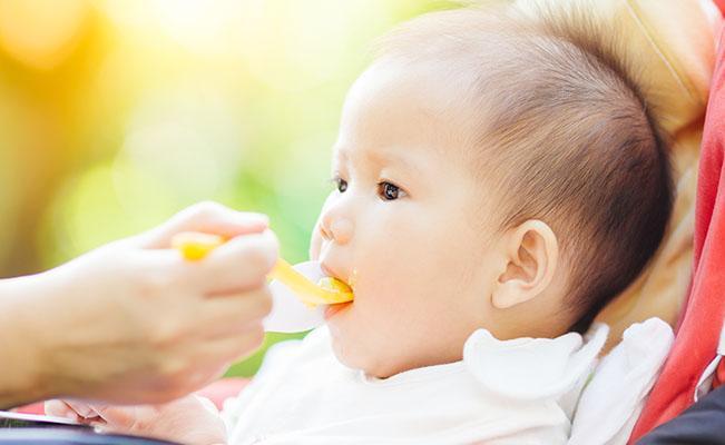 Proses memberi makan si kecil membuat saya stres. Bagaimana saya dapat membuat diri saya tenang untuk memberikan yang terbaik baginya