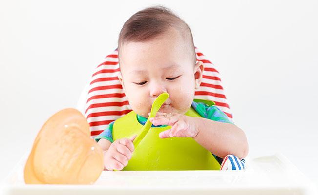 Tips Saat Membiarkan Si Kecil Memilih Makanannya Sendiri
